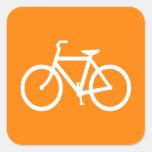 Bici blanca y anaranjada calcomanías cuadradas personalizadas