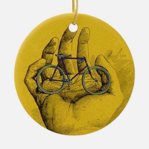 Bici chistosa de la bicicleta amarilla de la mano  adornos de navidad