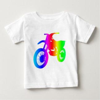 Bici de la suciedad del arco iris playera para bebé