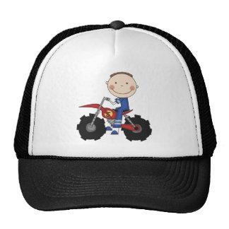 Bici de la suciedad que compite con las camisetas  gorras de camionero