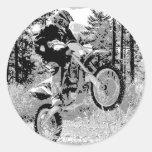 Bici de la suciedad que rueda en las maderas pegatinas redondas