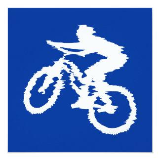 """Bici de montaña azul y blanca invitación 5.25"""" x 5.25"""""""