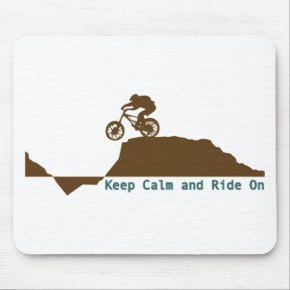 Bici de montaña - guarde la calma tapetes de ratones