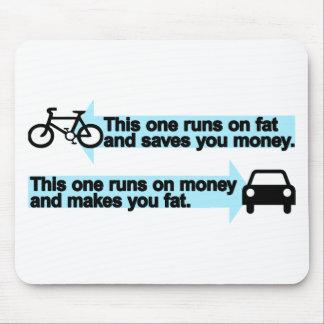 Bici divertida contra el coche alfombrillas de raton