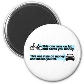 Bici divertida contra el coche imán redondo 5 cm