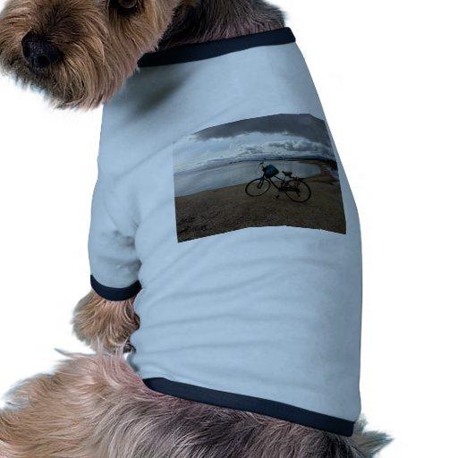 Bici en la playa camiseta de perrito