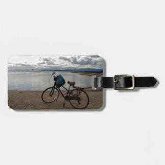 Bici en la playa etiquetas de equipaje