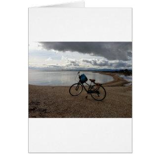 Bici en la playa tarjeta de felicitación