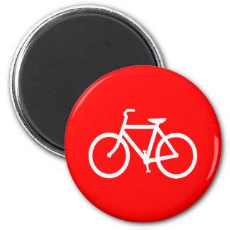 Bici roja y blanca imán redondo 5 cm