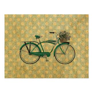 Bici verde retra con la cesta de la flor
