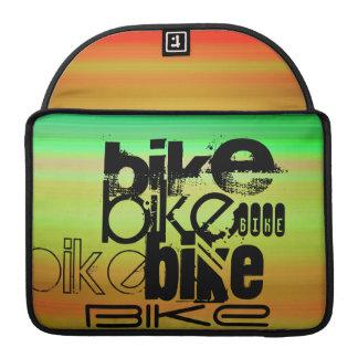 Bici; Verde vibrante, naranja, y amarillo Fundas Para Macbooks