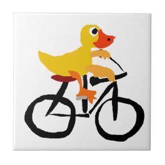 Bicicleta amarilla divertida del montar a caballo azulejo cuadrado pequeño