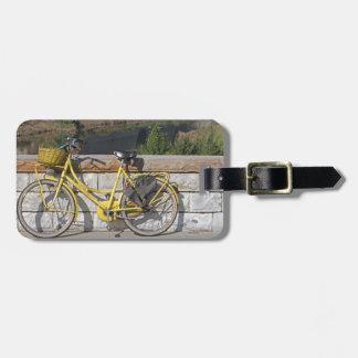 Bicicleta amarilla en Italia Etiqueta De Equipaje
