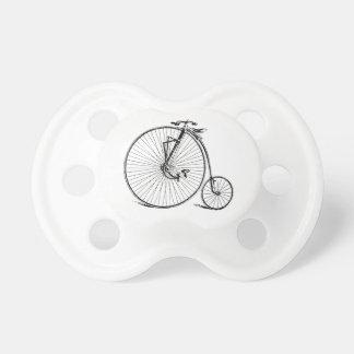 Bicicleta antigua de la rueda grande del vintage chupete de bebé