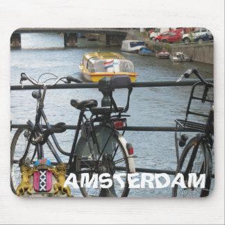 Bicicleta de Amsterdam, puente y barco de canal Mo Tapete De Raton