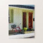 Bicicleta de la entrega por dos puertas rojas puzzle