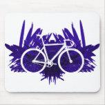 Bicicleta de la pista en violeta alfombrilla de ratón