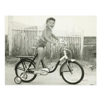 Bicicleta del montar a caballo del chica postales