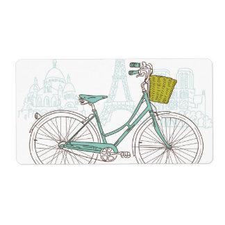 Bicicleta del vintage con la cesta linda en París Etiqueta De Envío