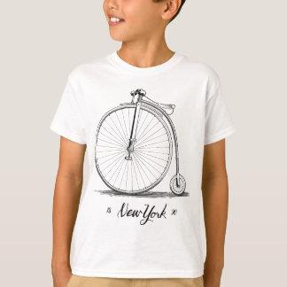Bicicleta del vintage del grabar en madera playera