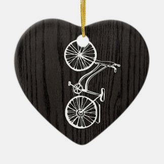 Bicicleta del vintage en viruta adornos