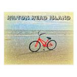 Bicicleta en la ducha de Sun en la playa de Hilton Postales