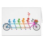 bicicleta en tándem colorida con la familia de páj felicitación