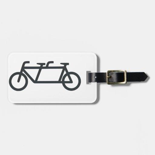 Bicicleta en tándem etiquetas bolsa