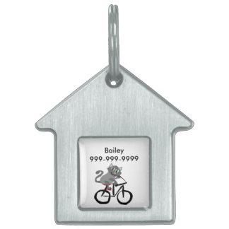 Bicicleta gris divertida del montar a caballo del placas de nombre de mascota
