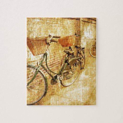 Bicicleta italiana romántica en la calle puzzles con fotos