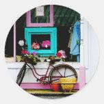 Bicicleta por el anticuario pegatina redonda