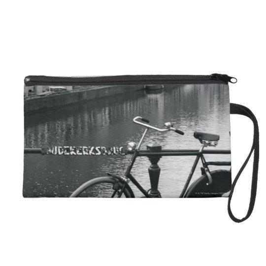 Bicicleta por el canal