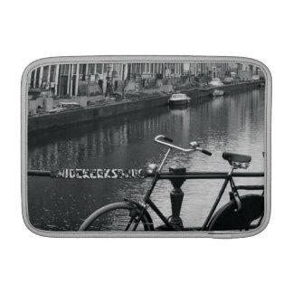 Bicicleta por el canal fundas macbook air