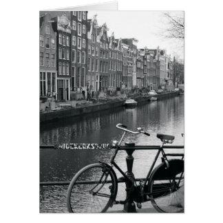 Bicicleta por el canal tarjeta de felicitación