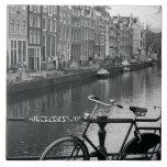 Bicicleta por el canal teja  ceramica