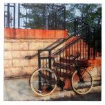 Bicicleta por la estación de tren azulejo