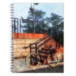 Bicicleta por la estación de tren libretas