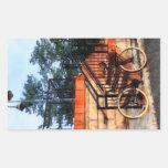Bicicleta por la estación de tren rectangular pegatina