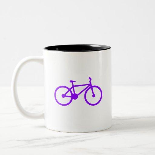 Bicicleta púrpura violeta tazas de café