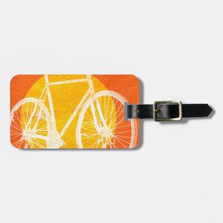 Bicicleta retra de la puesta del sol - monte una etiqueta de maleta