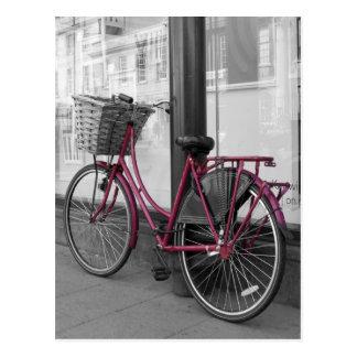 Bicicleta rosada tarjeta postal