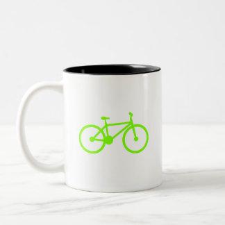 Bicicleta verde chartreuse, de neón taza de café