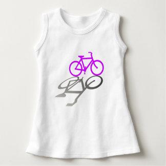 Bicicleta y sombra púrpuras t shirts