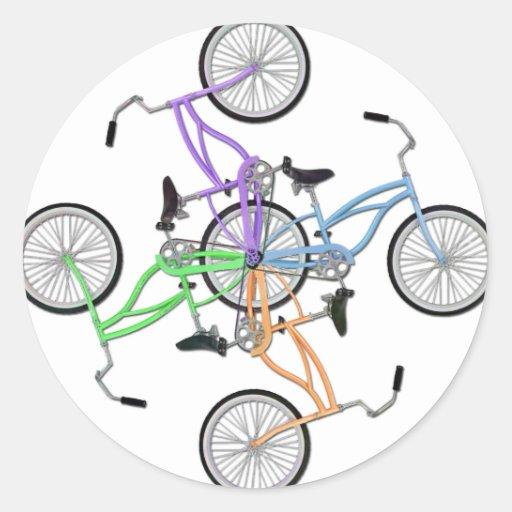 ¡Bicicletas! 4 diversas bicis coloreadas Pegatina Redonda
