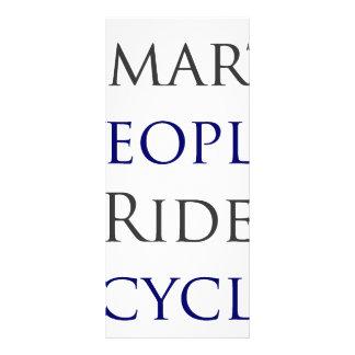 Bicicletas elegantes del paseo de la gente diseño de tarjeta publicitaria