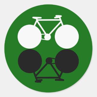 bicicletas que ponen en contraste gráficas pegatina redonda