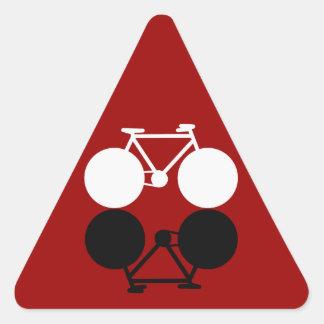 bicicletas que ponen en contraste gráficas pegatina triangular