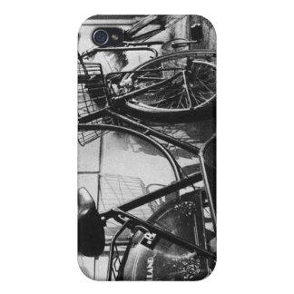 Bicicletas viejas en Innsbruck Austria iPhone 4 Protectores