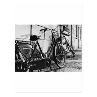 Bicicletas viejas en Innsbruck, Austria Postal