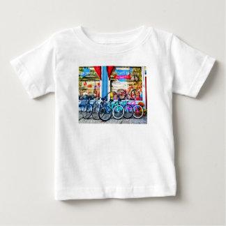 Bicicletas y chocolate playera de bebé